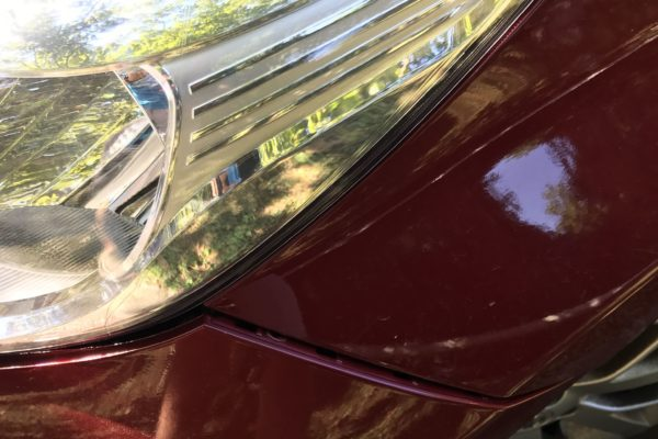 Nissan Note hátsó lökhárító sérüléssel