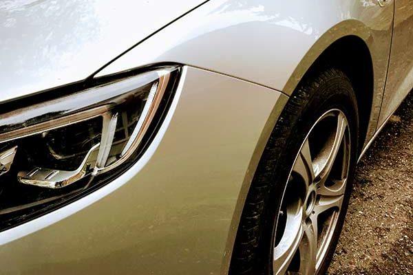 Opel Insignia elejének javítása