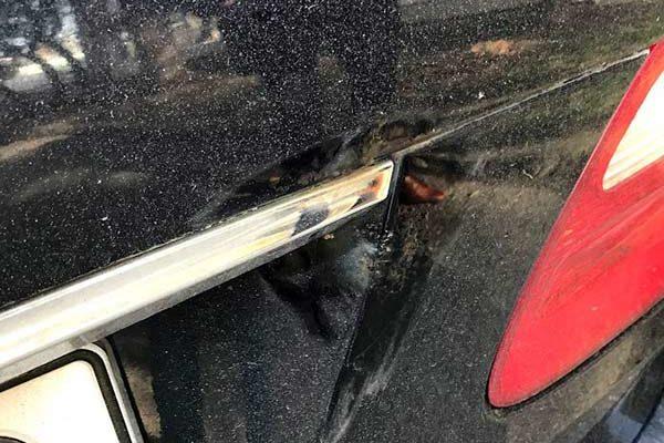 Mercedes E280 CDI javítása, néhány rozsdafolt eltávolítása