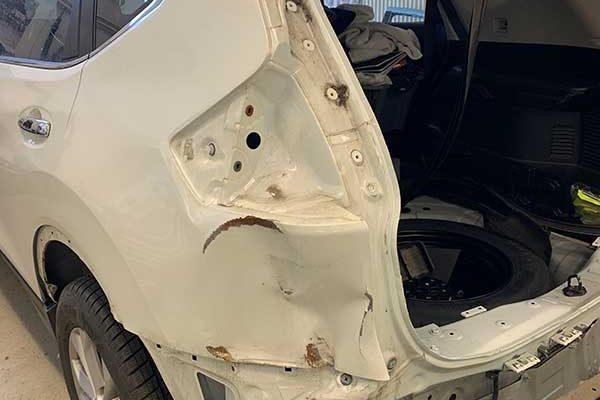 Nissan X-TRAIL balesetes javítása